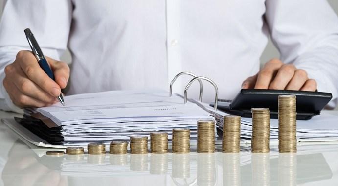 wynagrodzenie za czas pozostawania bez pracy a zasiłek chorobowy