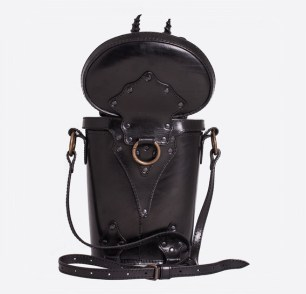 thumb_black-dragon-in-trunk-leather-bag-backpack-4
