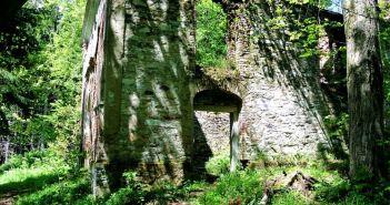 Ruiny górniczej kaplicy św. Anny na Górze Poprzecznej