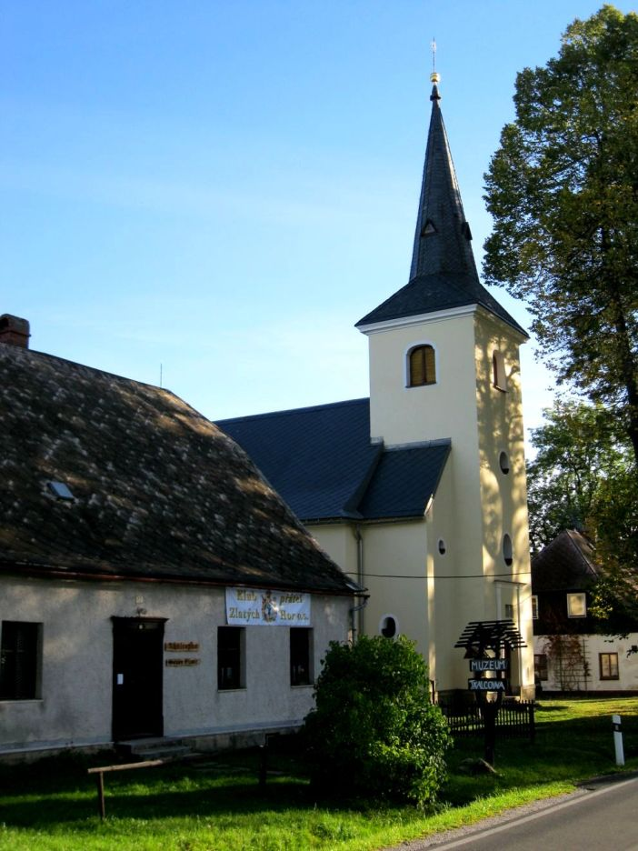 Kostel_Jména_Panny_Marie_(Rejvíz)