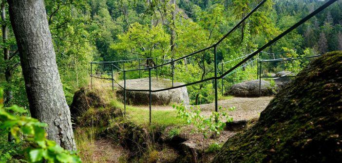 Zamek Jezdec (Reitenštejn) w czeskich Górach Izerskich. Ile przetrwało do dziś …