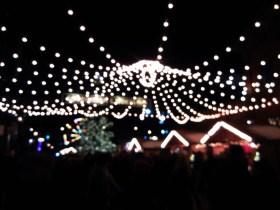 Love the dangling lights!