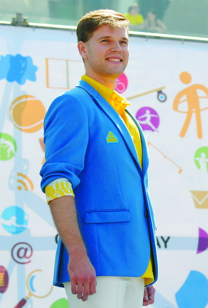 """На переконання Андре Тана, українську збірну повинні одягати українські дизайнери. Він першим показав приклад і створив форму для олімпійської збірної України. """"Коли цього року наш Олімпійський комітет приїхав до Ріо-де- Жанейро, було приємно почути, що наша форма є однією з найстильніших на Олімпіаді"""", – підкреслив дизайнер."""