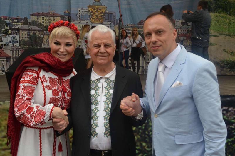 Перший Президент України Леонід Кравчук разом з Марією Максаковою та Максимом Тимошенком