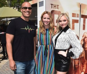 "LOS ANGELES- SEPTEMBER 24: Coby Bell, Amy Acker and Natalie Alyn Lind at Fox's ""The Gifted"" Vending Machine Stunt at The Grove on September 24, 2017 in Los Angeles, California. (Photo by Scott Kirkland/Fox/PictureGroup)"