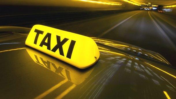 Таксисти мають сплачувати податки за пасажирські перевезення