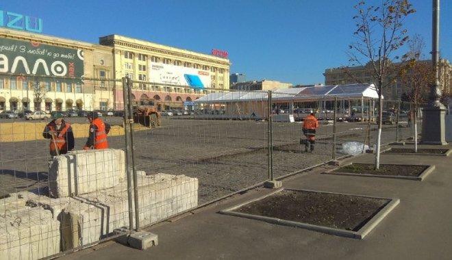 На площі Свободи почали будівництво катка