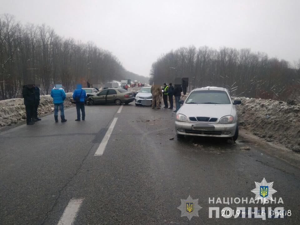 Відразу шість машин зіткнулися на окружній дорозі