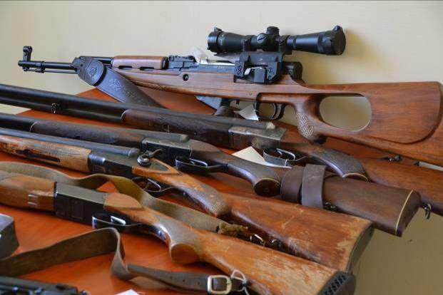 Харків'яни активно здають зброю у поліцію