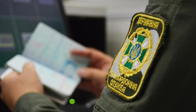 Іноземця, якого шукав Інтерпол, затримали в Харківському аеропорту
