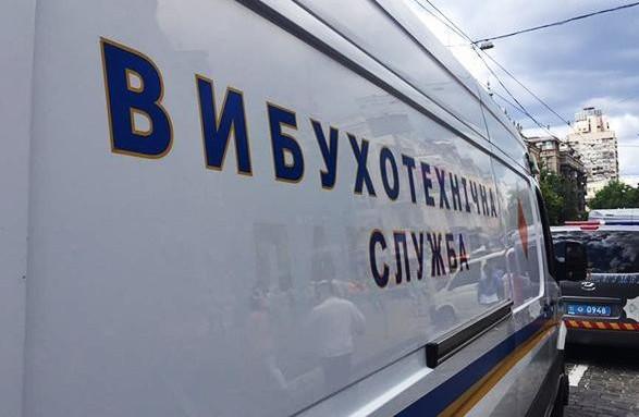 Поліцейські перевіряють інформацію про замінування Харківських готелів