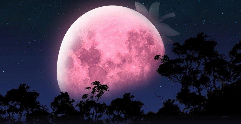 В небі «полуничний» повний місяць