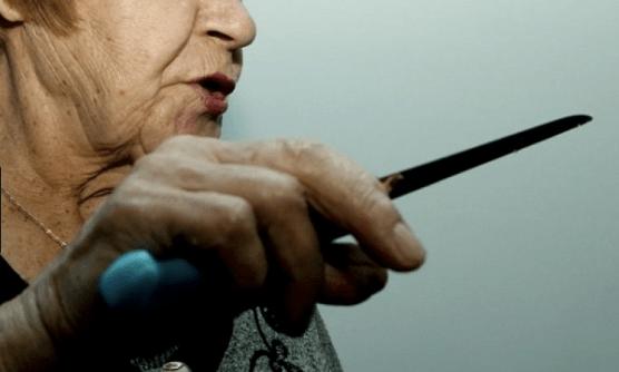 Бабуся ледь не зарізала свого онука