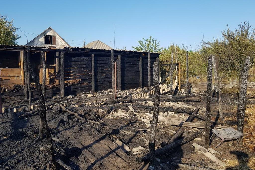 Під Харковом згоріли споруди і паркан
