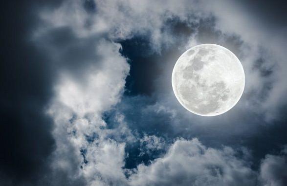 Землян очікує останній літній повний місяць року