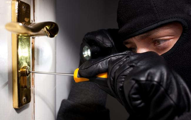 Харківські правоохоронці викрили групу квартирних крадіїв-рецидивістів