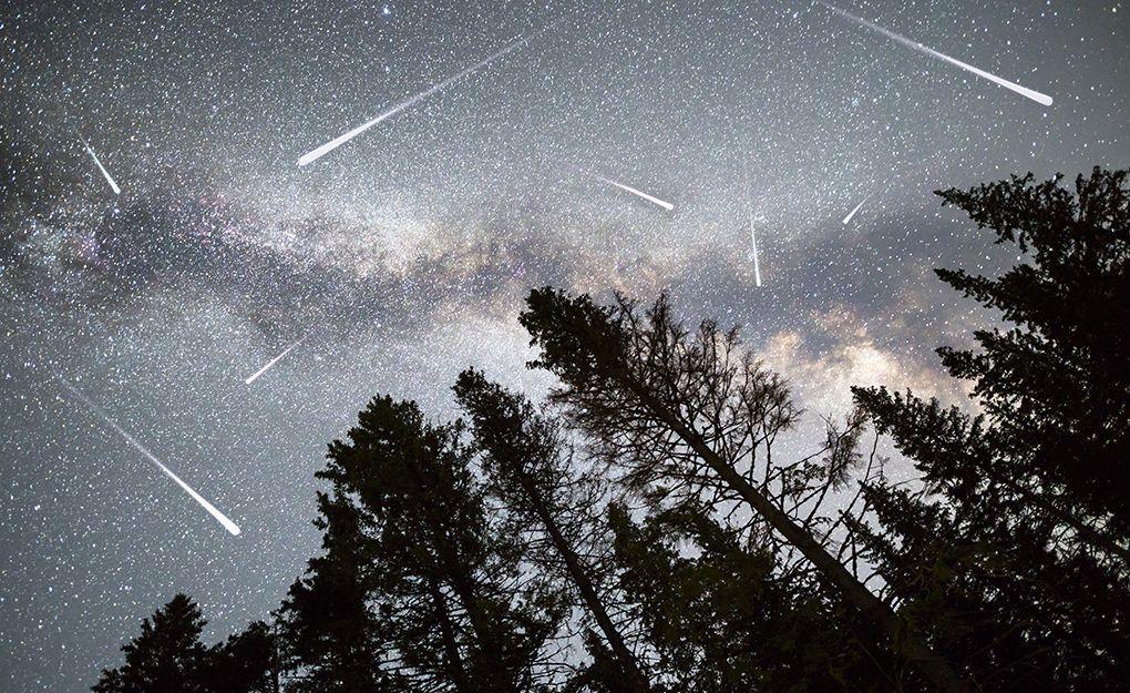 На небі можна спостерігати метеорний дощ