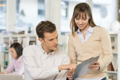 1553595825_24719-man-woman-office-working-trending