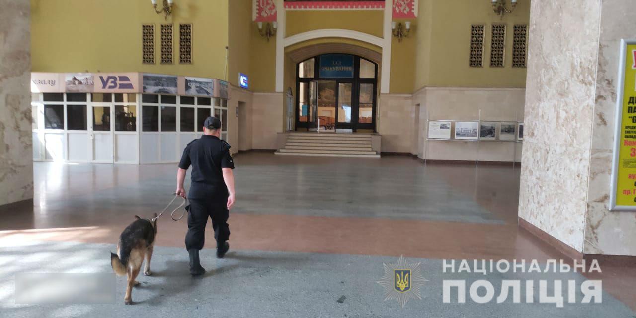 Поліція перевіряє повідомлення про мінування у Харкові