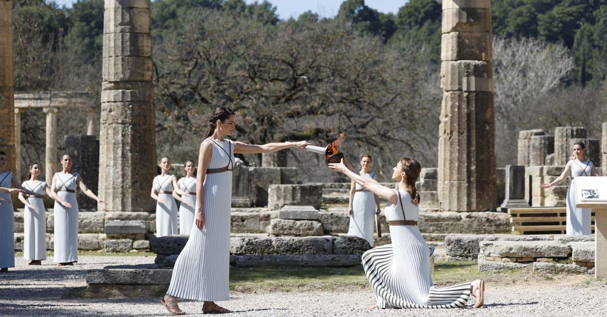 Греція передала Японії Олімпійський вогонь