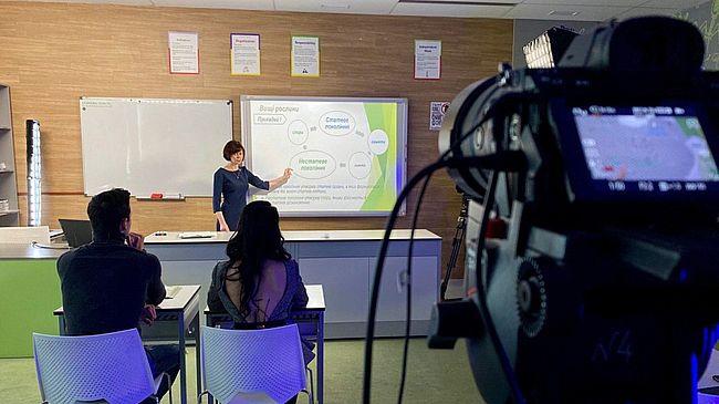 У понеділок на телеканалах стартують онлайн-уроки для школярів