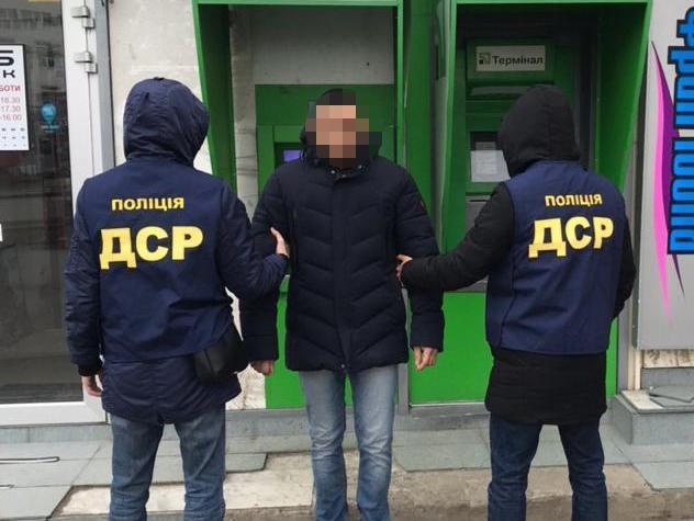 Затримано шахраїв, які ошукали громадян на два мільйони гривень