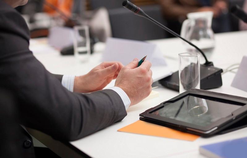 Прийнято Закон про зняття вікових обмежень для роботи на державній службі