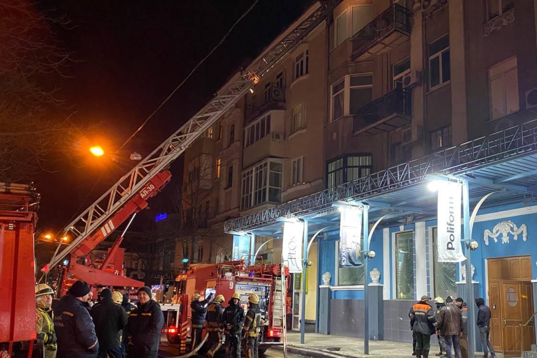 У Київському районі 35 рятувальників гасили пожежу