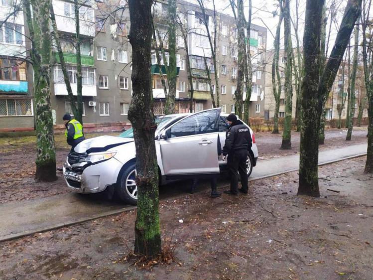 Нетверезий водій збив пішохода та переховувався у дворах
