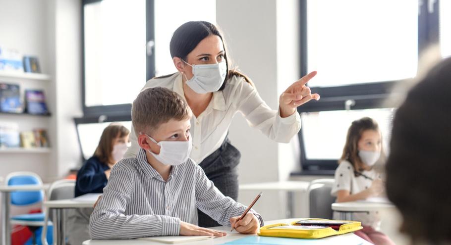 При посиленні карантину навчальні заклади працюватимуть лише за 80% вакцинованого персоналу