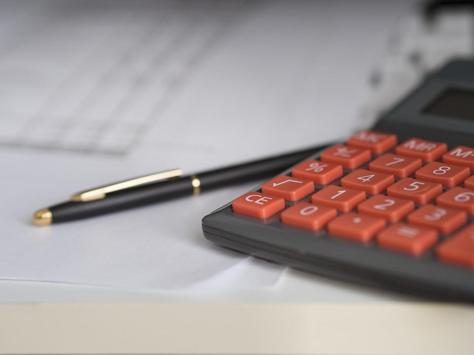 Найбільша заробітна плата залишається у сфері телекомунікацій
