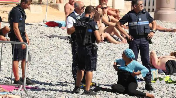 En kvinna i Nice bötfälldes efter ha solat i den förbjuda utstyrseln. Foto: Agence/Bestimage / STELLA PICTURES