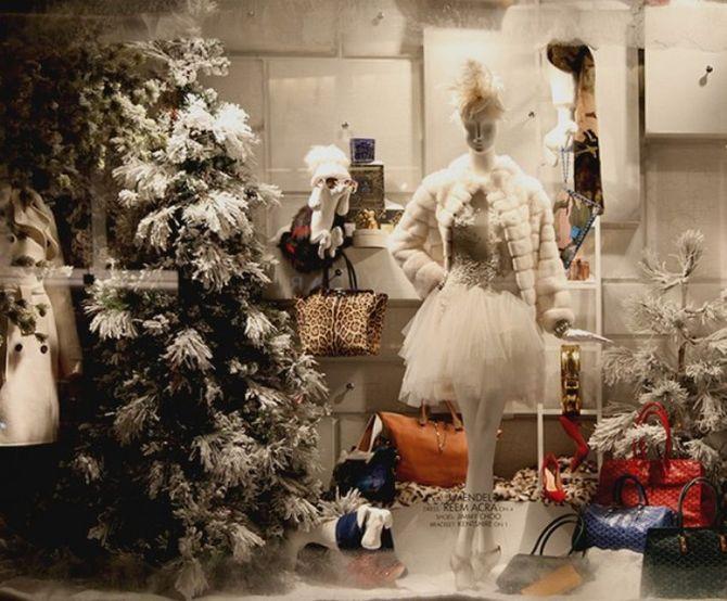 Βόλτα στις πιο εντυπωσιακές Χριστουγεννιάτικες βιτρίνες