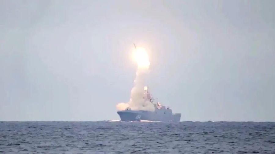 """22350型護衛艦首艦""""戈爾什科夫海軍元帥""""號發射導彈"""