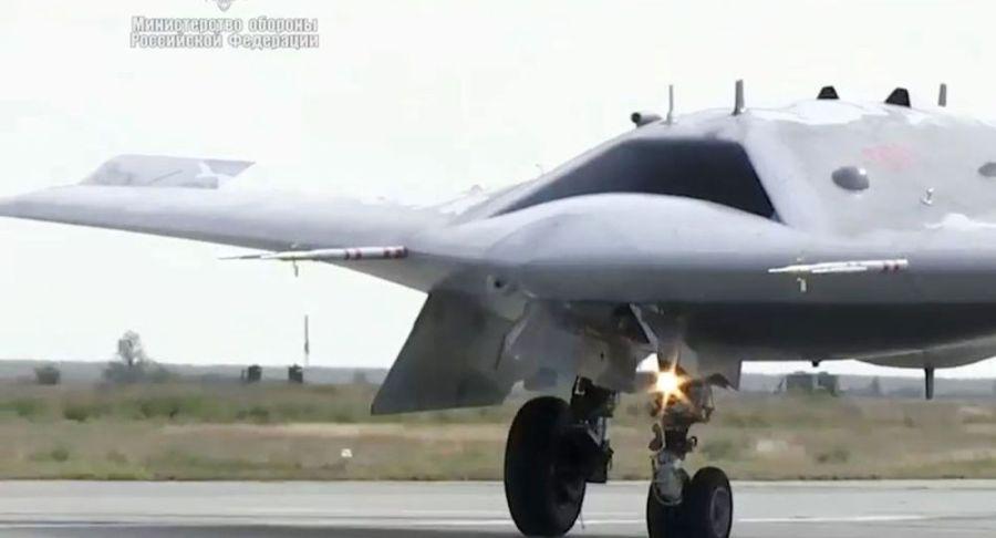 """俄羅斯S-70""""獵人""""無人機"""