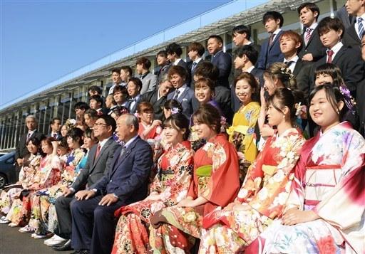 日本令和年代首個成人式 和服美少女紮堆自拍(組圖)