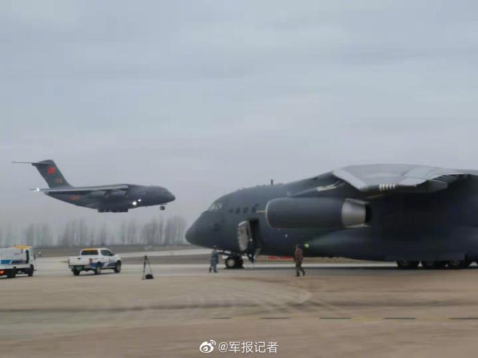近千军队医护抵达武汉 武汉都顶不住,没人能顶得住(图)