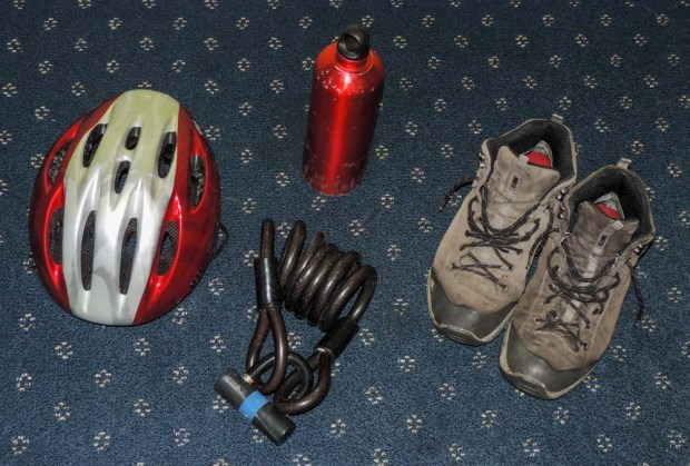 As part of the packing it was goodbye time for some old friends: The intercontinental boots that are falling apart, the aluminium bottle that does not seal anymore, the crap lock that weights 2 kg and the failing helmet soon to be replaced by the new saltire coloured one that I will buy as soon as I get back.