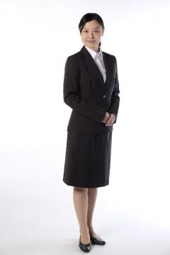 スーツ女性
