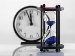 置き時計と砂時計