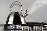やかんのお湯が沸騰する