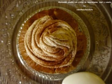 Manzanas asadas con crema de mascarpone, miel y canela
