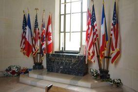 Monumento no cemitério militar dos EUA na Normandia