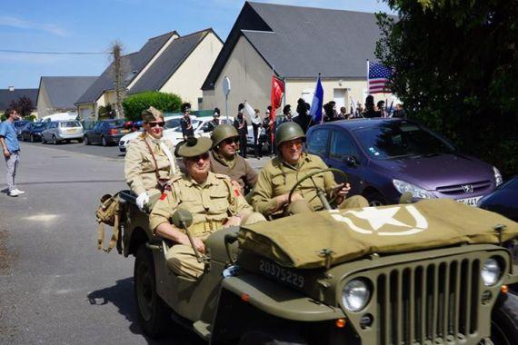 Desfile de veteranos em Sainte-Mère-Église