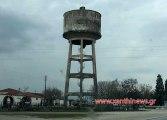 Κοντεύει να πέσει ο υδατόπυργος; Ή μου φαίνεται... στον Δήμο Τοπείρου...