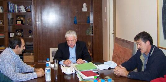 2010/10/20: Ο Β. Χατζηλάμπρου και ο Κ. Κούστας κατά τη συνάντηση με τον νομάρχη Αιτωλοακαρνανίας Θ. Σώκο.