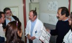 2010/11/03: Ο Β. Χατζηλάμπρου, ο υποψήφιος Γ. Κωνσταντάκης (κέντρο) και η αντιπροσωπεία της Αντίστασης Πολιτών με συναδέλφους τους στο Ακτινολογικό Τμήμα του «Άγιος Ανδρέας».