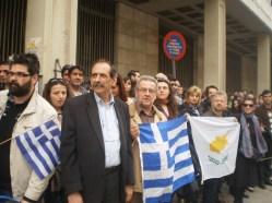 2013/03/25: Οι Β. Χατζηλαμπρου και Μ. Κανελλοπουλου κατα την παρελαση της 25ης Μαρτιου στην Πατρα