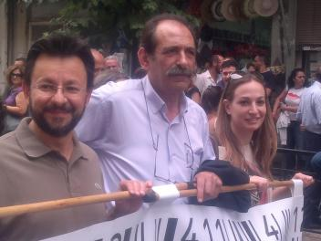 2013/06/07: Ο Β. Χατζηλαμπρου με τους, επισης υγειονομικους, βουλευτες του ΣΥΡΙΖΑ-ΕΚΜ Β. Κυριακακη και Ε. Αγαθοπουλου στο συλλαλητηριο για την υγεια