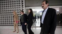 2013/11/11: Εξερχομενοι του Αρειου Παγου, μετα το διαβημα στην εισαγγελια για τα γεγονοτα της 9ης Νοεμβρη στην ΕΡΤ